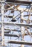 gammalt torn för klocka Återställande av det gamla klockatornet scaffolding Fotografering för Bildbyråer