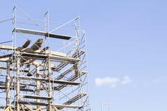 gammalt torn för klocka Återställande av det gamla klockatornet scaffolding Arkivfoto