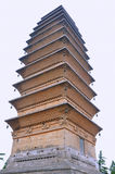 Gammalt torn i kinesiskt buddismtempel royaltyfri bild