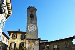 Gammalt torn i Lovere, sjö Iseo, Italien Royaltyfri Foto