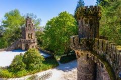 Gammalt torn i Quinta da Regaleira i Sintra, Portugal royaltyfri bild