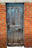 gammalt trä för blå dörr Royaltyfria Bilder