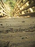 gammalt trä för bro arkivbild