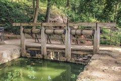 gammalt trä för bro Arkivbilder