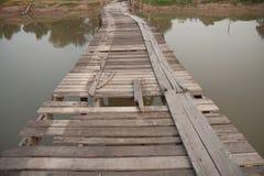 gammalt trä för bro royaltyfria foton