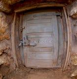 gammalt trä för dörr royaltyfria foton