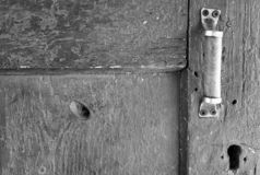 gammalt trä för dörr keyhole för dörrhandtag arkivfoton