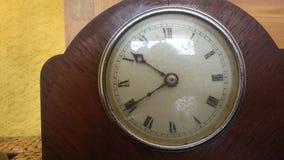 gammalt trä för klocka Arkivfoton