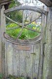 gammalt trä för port Arkivbild