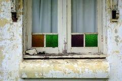 Gammalt trä inramat fönster Fotografering för Bildbyråer