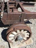 Gammalt träbilhjul för tappning Arkivbild
