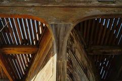 Gammalt träfartyghuvud underifrån Royaltyfri Foto