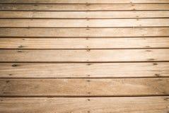 Gammalt trägolv över sandstrandtexturen Arkivbilder