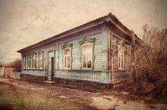 Gammalt trähus i Poltava ukraine Royaltyfri Fotografi