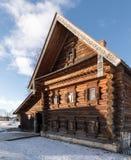 Gammalt trähus i Ryssland Fotografering för Bildbyråer