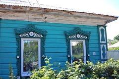 Gammalt trähus i Ryssland Arkivbilder