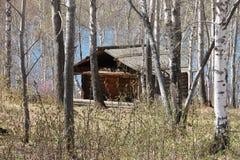 Gammalt trähus i träna Ryssland Arkivfoto
