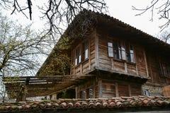 Gammalt trähus i Zheravna, Bulgarien Royaltyfri Fotografi