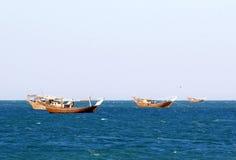 Gammalt träskepp i hamnen av Sur, sultanat av Oman Royaltyfri Bild