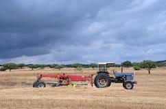 Gammalt traktor och maskineri Royaltyfria Foton