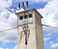 Gammalt transformatorhus i Frankrike Fotografering för Bildbyråer