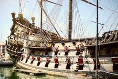 Gammalt träskepp för Galeone Neptun, turist- dragning, Genua, Italien Royaltyfri Fotografi