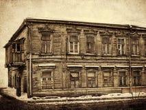 Gammalt två-våning hus, tappning Royaltyfri Bild