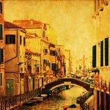 Gammalt utforma föreställer av en kanal i Venedig Fotografering för Bildbyråer