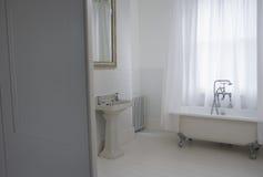 Gammalt utformat badrum Fotografering för Bildbyråer