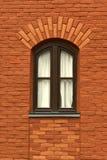 gammalt väggfönster för tegelsten Royaltyfria Bilder