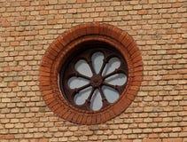 gammalt väggfönster för tegelsten Royaltyfria Foton