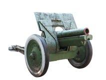 Gammalt vapen för ryssartillerikanon som isoleras över vit Arkivfoton