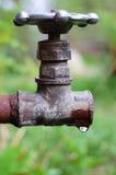gammalt vatten för vattenkran Royaltyfria Bilder