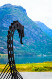 Gammalt viking fartyg i norsk natur Arkivfoto