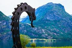 Gammalt viking fartyg i norsk natur Arkivfoton