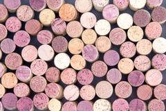 Gammalt vin korkar ordnat i en bakgrundsmodell Royaltyfri Fotografi