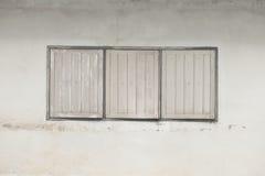 gammalt vitt fönster Arkivbilder