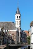 Gammalt vitt kyrkligt torn Arkivbild