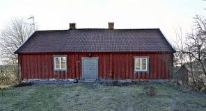 Gammalt wodden huset i countrisidenorden av Stockholm Royaltyfri Bild