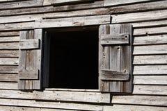 Gammalt wood fönster arkivbild