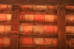 Gammalt wood vägg och tak. Arkivfoto