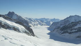 Gamme de montagne couronnée de neige de glacier de Jungfraujoch Photos stock
