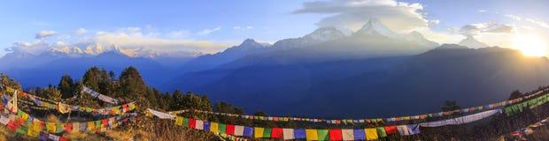 Gamme de montagne d'Annapurna et vue de lever de soleil de panorama de Poonhill image libre de droits