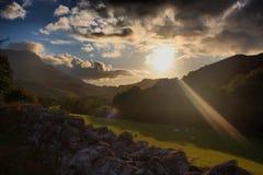 Gamme de montagne d'idris de Cadair dans le snowdonia au coucher du soleil Photographie stock libre de droits