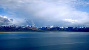 Gamme de montagne de Nam Co et de Nyainqêntanglha Images stock