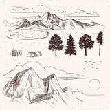 Gamme de montagne de dessin de main, nuages de crêtes illustration de vecteur