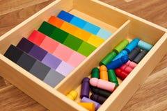 Gamme en bois de couleur de Montessori images libres de droits