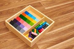 Gamme en bois de couleur de Montessori photographie stock