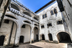 Gana: Local do patrimônio mundial do castelo de Elmina, história da escravidão imagem de stock