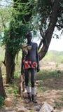 Ganada,南Omo,埃塞俄比亚2012年10月03日:Tsamai全国礼服的部落人 库存照片